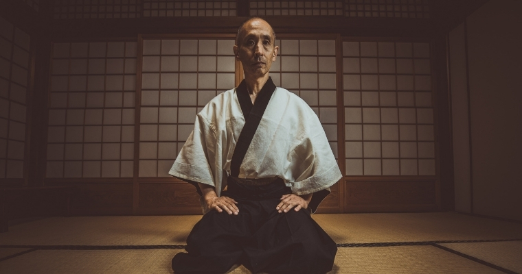 Sensei with black belt as a metaphor for someone who mastered knowledge management best practices
